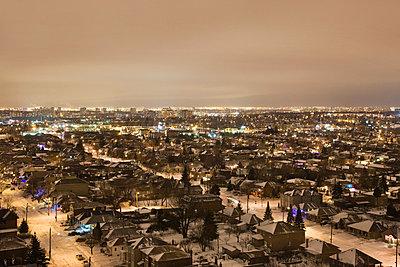 Toronto cityscape at dusk - p92411114 by Benjamin Rondel