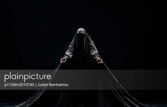 Dance theatre - p1139m2210740 by Julien Benhamou