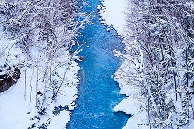 Clear water stream in the snow, Biei, Hokkaido, Japan - p1166m2108030 by Cavan Images