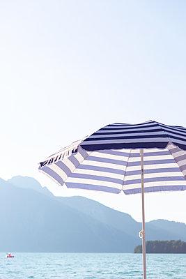 Lakeside holidays - p454m2064399 by Lubitz + Dorner