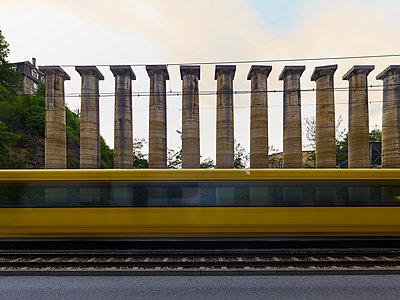 Säulen, Bestellt und nicht abgeholt (einst für Germania) - p280m1462695 von victor s. brigola