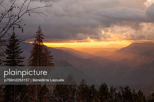 Yosemite-Nationalpark, Bergwelt, Sonnenuntergang, Kalifornien - p756m2253157 von Bénédicte Lassalle
