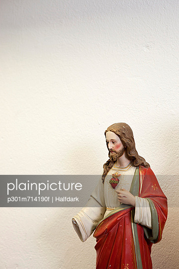 Figurine of Jesus with a missing hand
