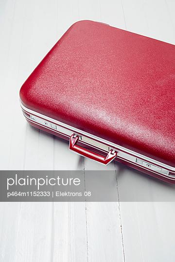 Reisekoffer - p464m1152333 von Elektrons 08