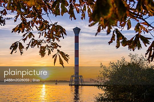 Herbstsonne - p488m2028059 von Bias