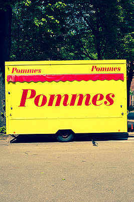 Pommes-Bude - p432m906948 von mia takahara