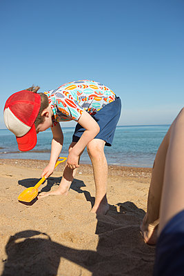 On the beach - p454m2141547 by Lubitz + Dorner