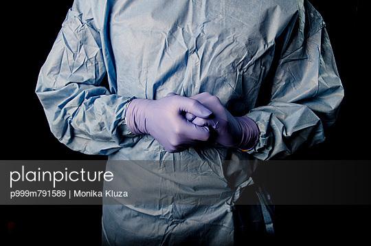 Surgeon - p999m791589 by Monika Kluza