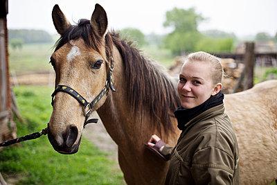 Young woman with a horse - p1980277 by David Breun