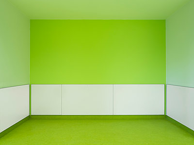 Green Room - p536m1214916 by Schiesswohl