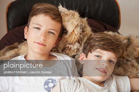 Brüder - p045m1169546 von Jasmin Sander