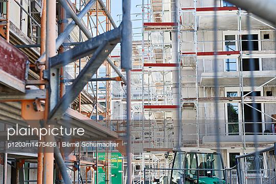 p1203m1475456 by Bernd Schumacher