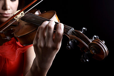 Woman with violin - p1019m776835 by Stephen Carroll