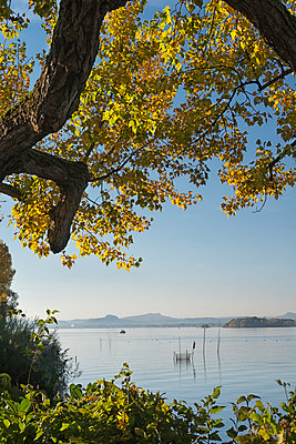 Germany, Baden-Wuerttemberg, Lake Constance, Reichenau, Niederzell, View to Hegau - p300m1585428 by Holger Spiering