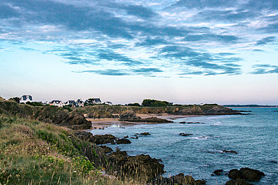 Settlement on rocky coast, Brittany, France - p879m2168635 by nico