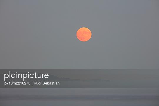 p719m2216273 by Rudi Sebastian