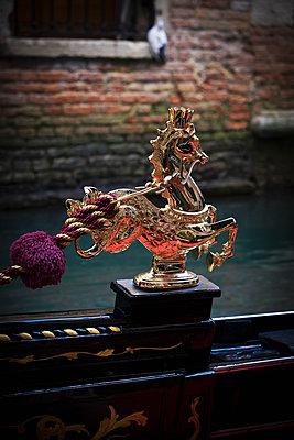 Venezianische Gondel - p1149m1332999 von Yvonne Röder