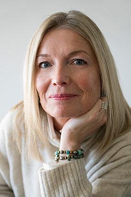 Portrait confident mature woman - p1192m1529899 by Hero Images