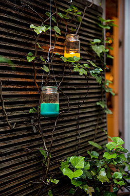 Lanterns hanging on wall - p788m1158538 by Lisa Krechting