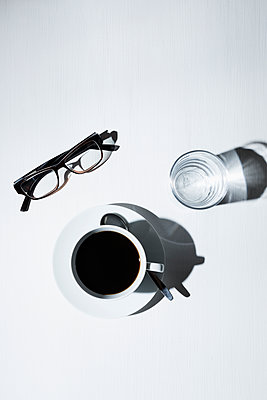 Drinking coffee - p1149m1144551 by Yvonne Röder