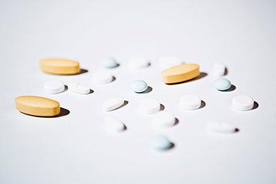 Pills - p1149m1215119 by Yvonne Röder