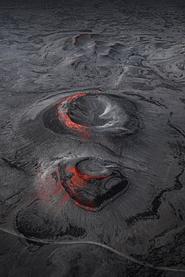 Craters in the Highlands of Iceland - p1634m2210352 by Dani Guindo
