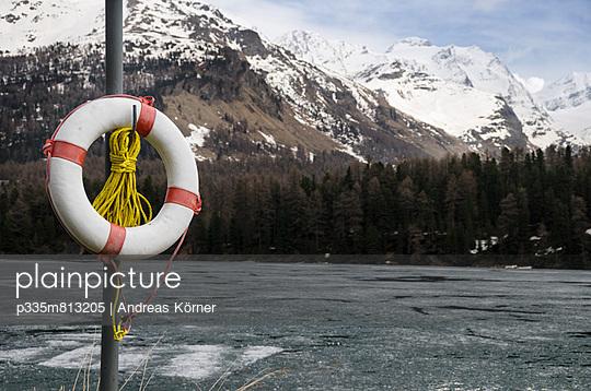 Badestelle im Winter - p335m813205 von Andreas Körner
