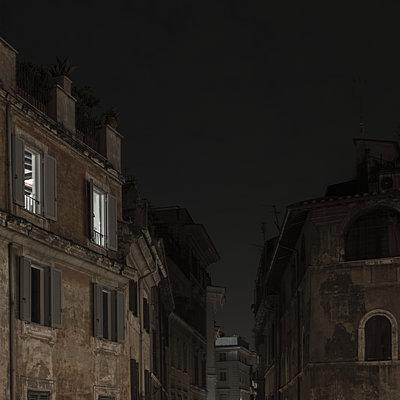 Italy, Rome, Night scene - p1624m2222645 by Gabriela Torres Ruiz