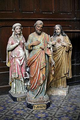 Gruppe zerstörter religiöser Skulpturen - p2651546 von Oote Boe