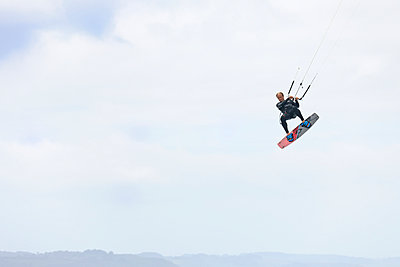 France, Bretagne, Finistere, man up in the air with his kiteboard - p300m981267f by Albrecht Weisser