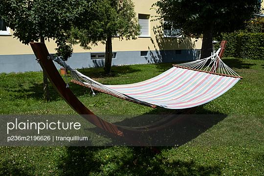Hammock in the garden - p236m2196626 by tranquillium