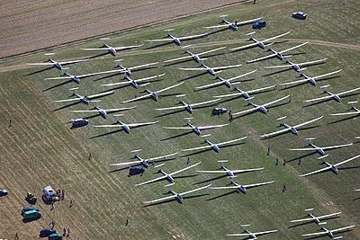 Gliders on airfield - p1016m1025678 by Jochen Knobloch