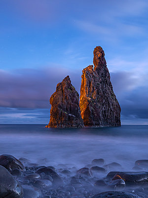 Madeira rocks - p1549m2125475 by Sam Green