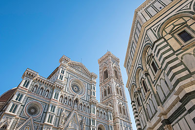 Italy, Florence, view to west facade of Basilica di Santa Maria del Fiore and Campanile di Giotto - p300m1450170 by Lorenzo Mattei