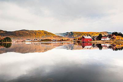 Norway, Lofoten Islands, Bostad - p300m2104545 by Valentin Weinhäupl