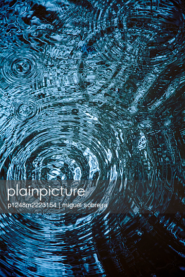 Rain Ripples on Water - p1248m2223154 by miguel sobreira