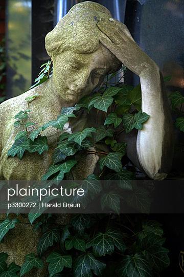 Graveyard sculpture - p3300272 by Harald Braun