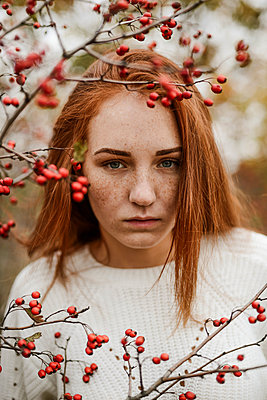 Close-up portrait of teenage girl with red head - p1166m2113152 by Cavan Images