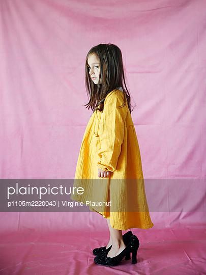 Little girl in High Heels - p1105m2220043 by Virginie Plauchut