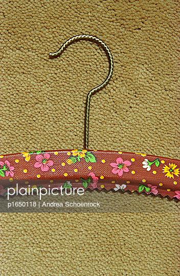 Kleiderbügel - p1650118 von Andrea Schoenrock