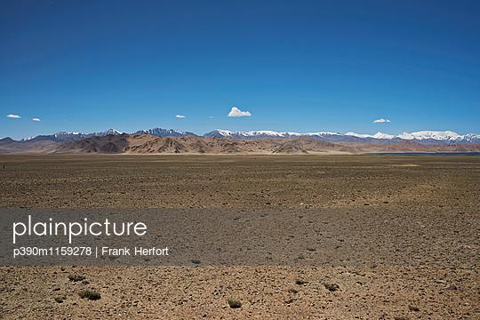 Hochebene im Pamir Gebirge in Tadschikistan - p390m1159278 von Frank Herfort