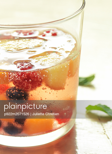 Glass with fruit punch - p922m2071526 by Juliette Chretien