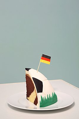 Marble cake - p237m1136894 by Thordis Rüggeberg