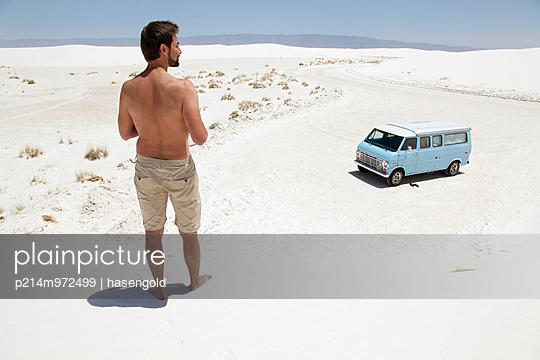 Blick auf das Auto - p214m972499 von hasengold