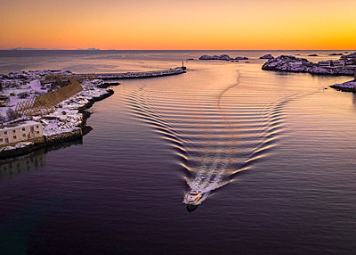 Stunning Norway - p1166m2130367 by Cavan Images