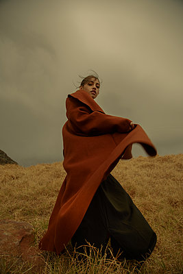 Woman in brown coat, portrait - p1640m2259905 by Holly & John