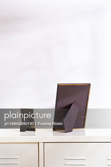 Picture frames against wall - p1149m2280190 by Yvonne Röder
