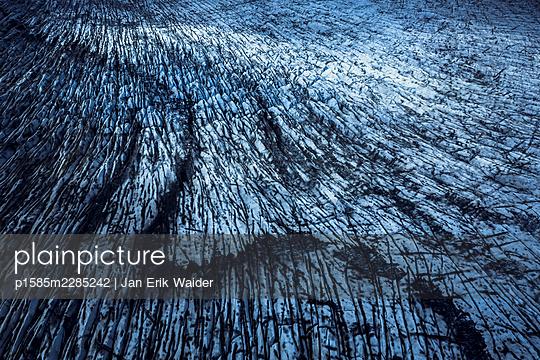 Field of ice - p1585m2285242 by Jan Erik Waider