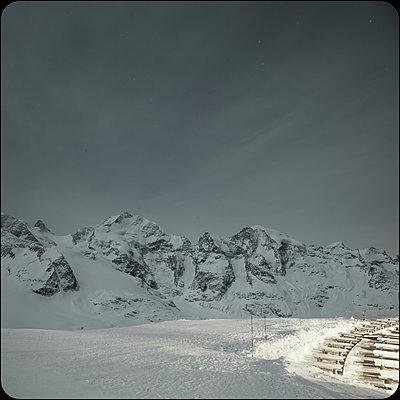 Schweiz, Pontresina im Winter - p230m2152655 von Peter Franck
