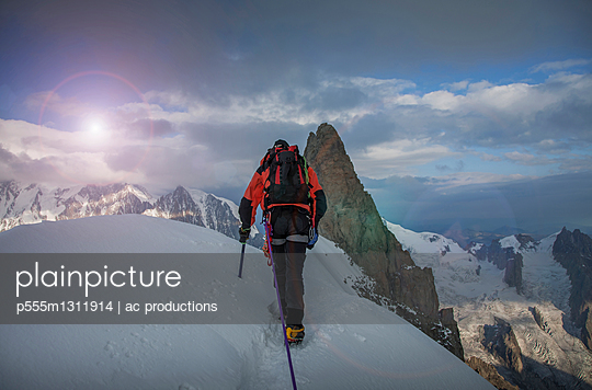 Caucasian climber admiring view from remote mountain top - p555m1311914 by ac productions